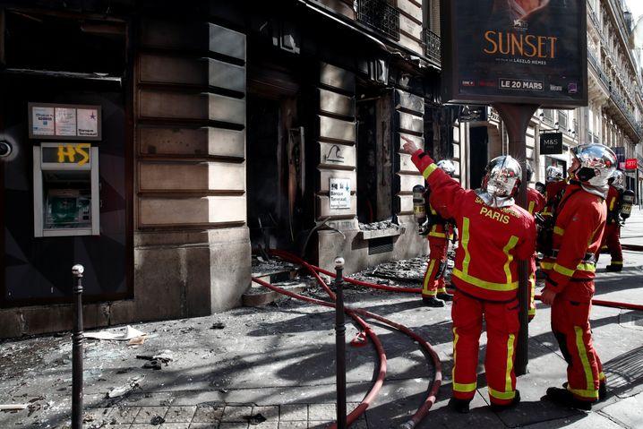 Brand in der Nähe der Champs-Élysées