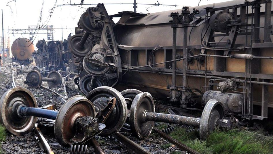 Trümmer des explodierten Güterzugs in Viareggio (Archiv): 32 Menschen starben