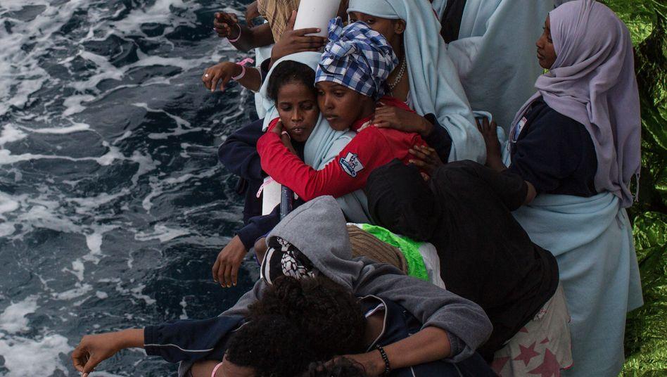 Flüchtlinge vor der Küste von Sizilien