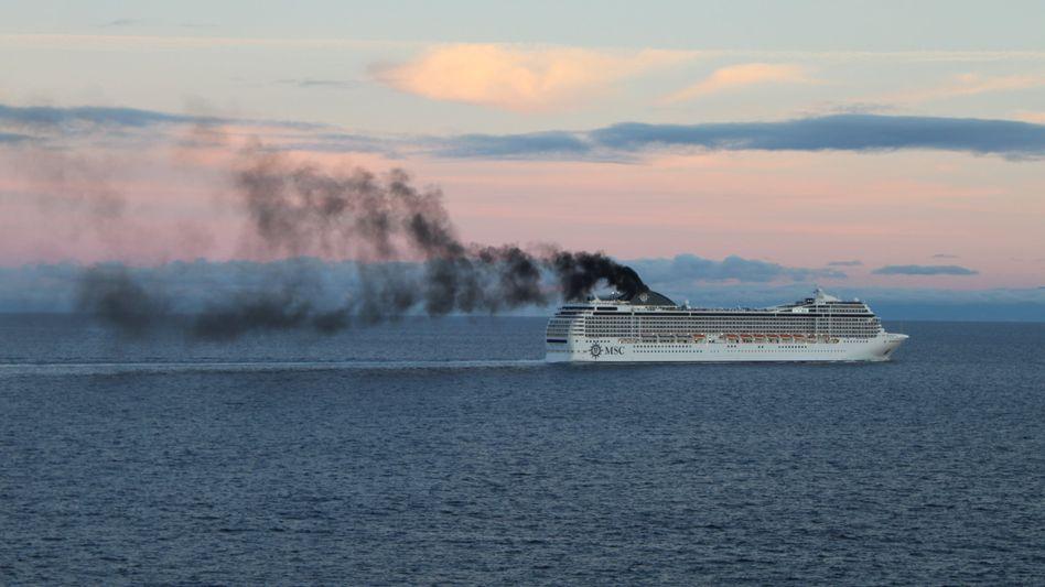 Rauchernder Schornstein: Für den Nabu sind Kreuzfahrtschiffe Dreckschleudern