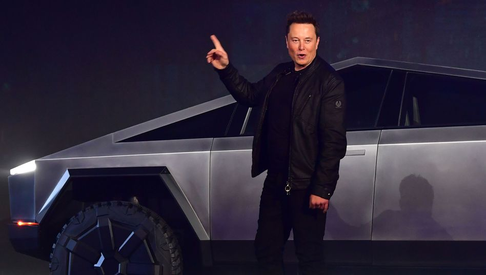 Elon Musk bei der Präsentation des E-Pick-ups