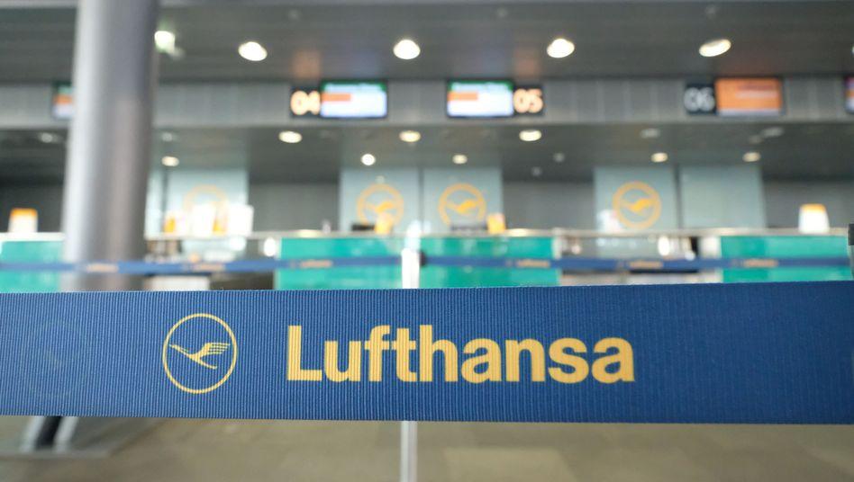 Lufthansa-Schalter am Flughafen Leipzig-Halle
