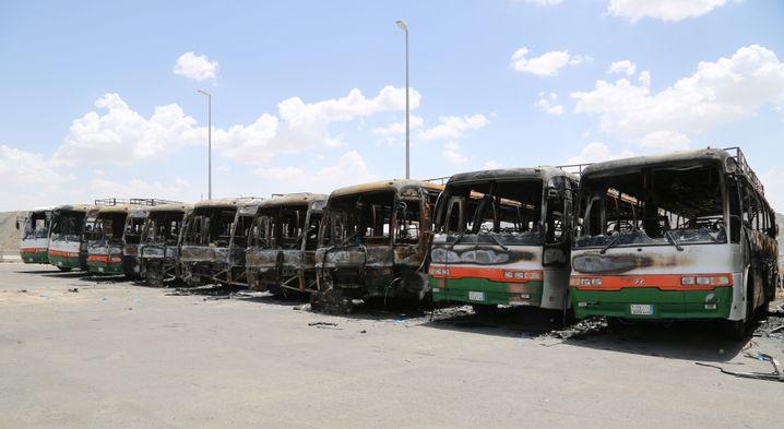 Ausgebrannte Busse des Bin-Laden-Konzerns