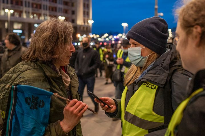 Demonstrantin, Hebel