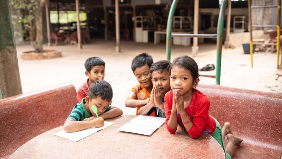 Kinder in einem Waisenhaus in Kambodscha