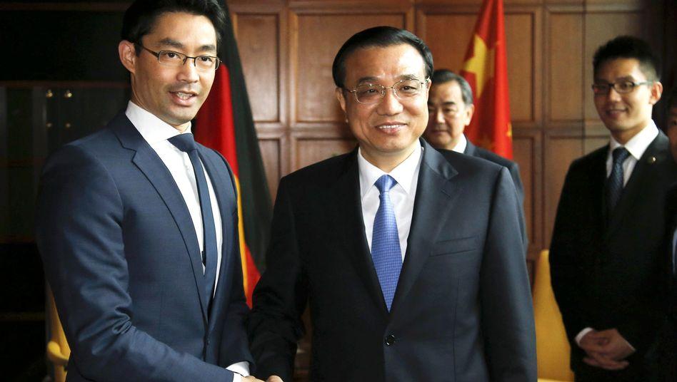 """Chinas Premier Li (mit Wirtschaftsminister Rösler): """"Deutschland bevorzugt Raum eröffnen"""""""