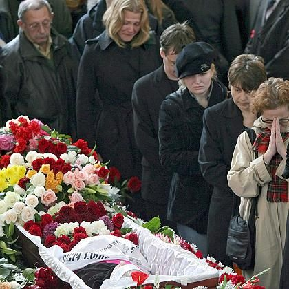 Anna Politkovskaya's funeral in Moscow drew about 3,000 visitors.