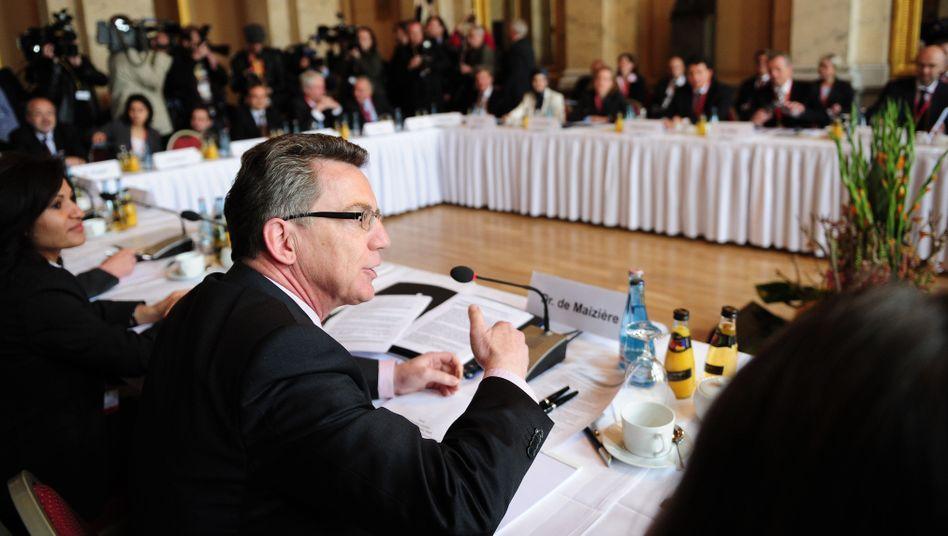 Bundesinnenminister Thomas de Maizière (CDU): Vor drei Jahren eröffnete de Maizière zum ersten Mal die Islamkonferenz