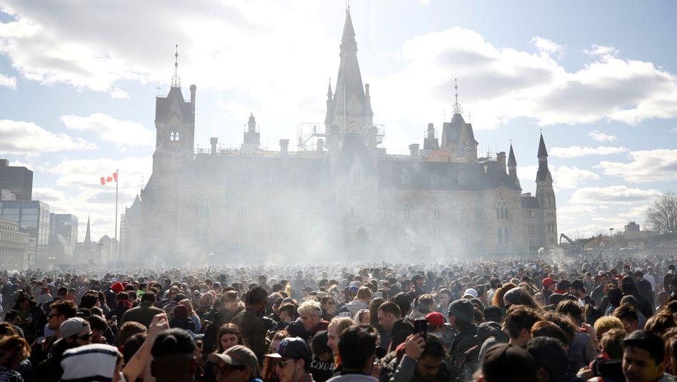 Jährliche 4/20-Versammlung im kanadischen Ottawa (April 2018)