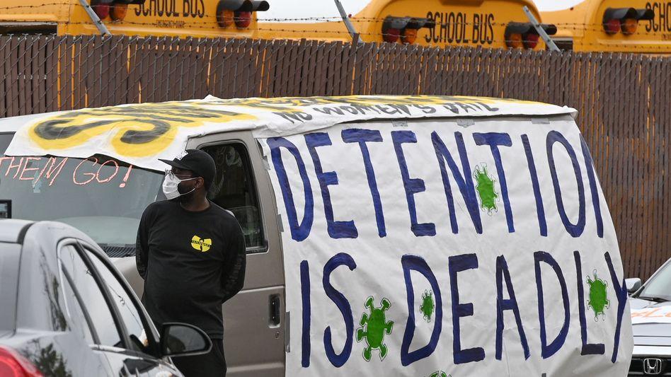 """""""Haft ist tödlich"""": Demonstration für Corona-kranke Gefängnisinsassen in Los Angeles"""