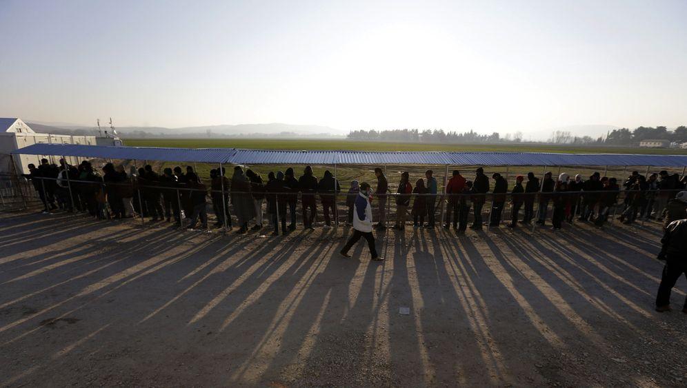 Flüchtlinge an griechischer Grenze zu Mazedonien: Ausharren in Idomeni
