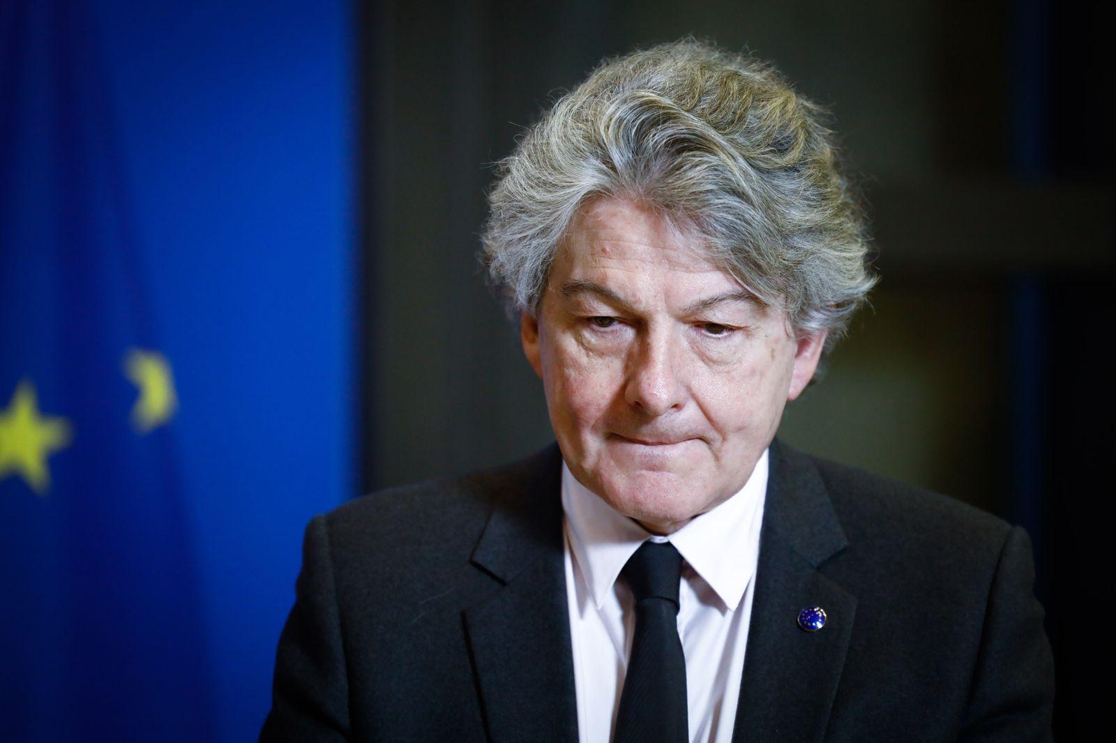 Le commissaire europeen au marche interieur recu par le ministre de l'economie a Bercy