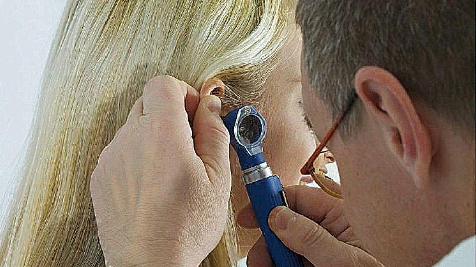 Arzt bei Untersuchung