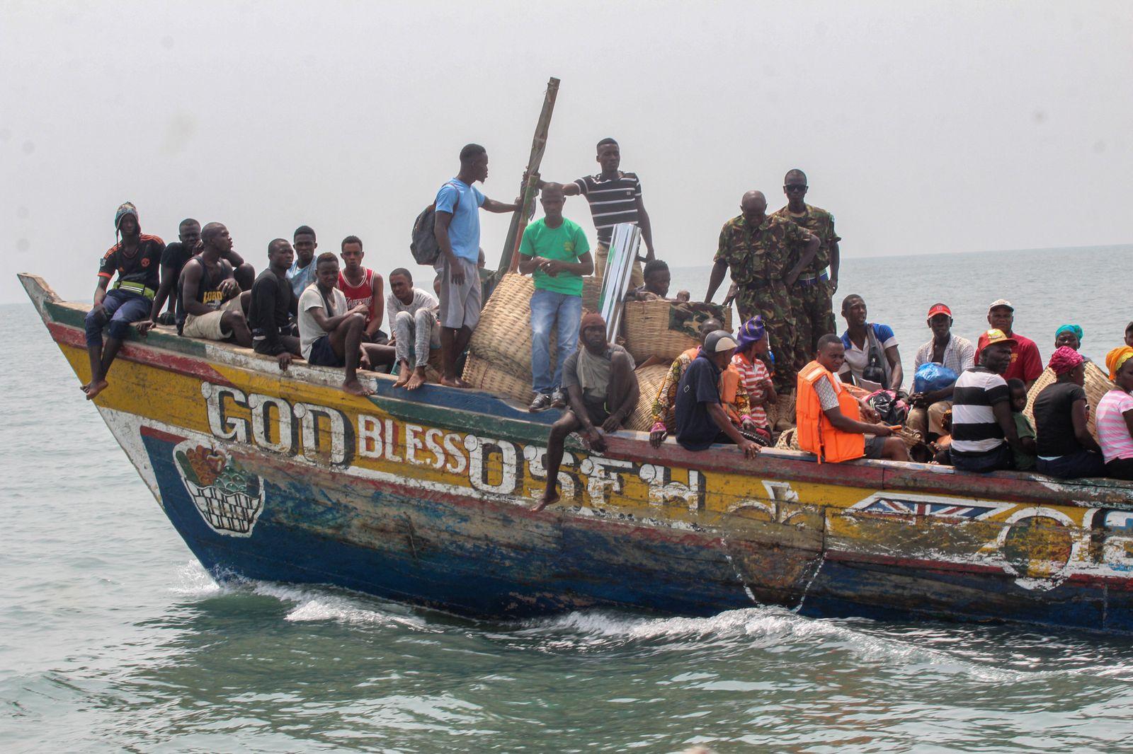 Öffentlicher Boottransport zwischen den Turtle Islands - Abdulai