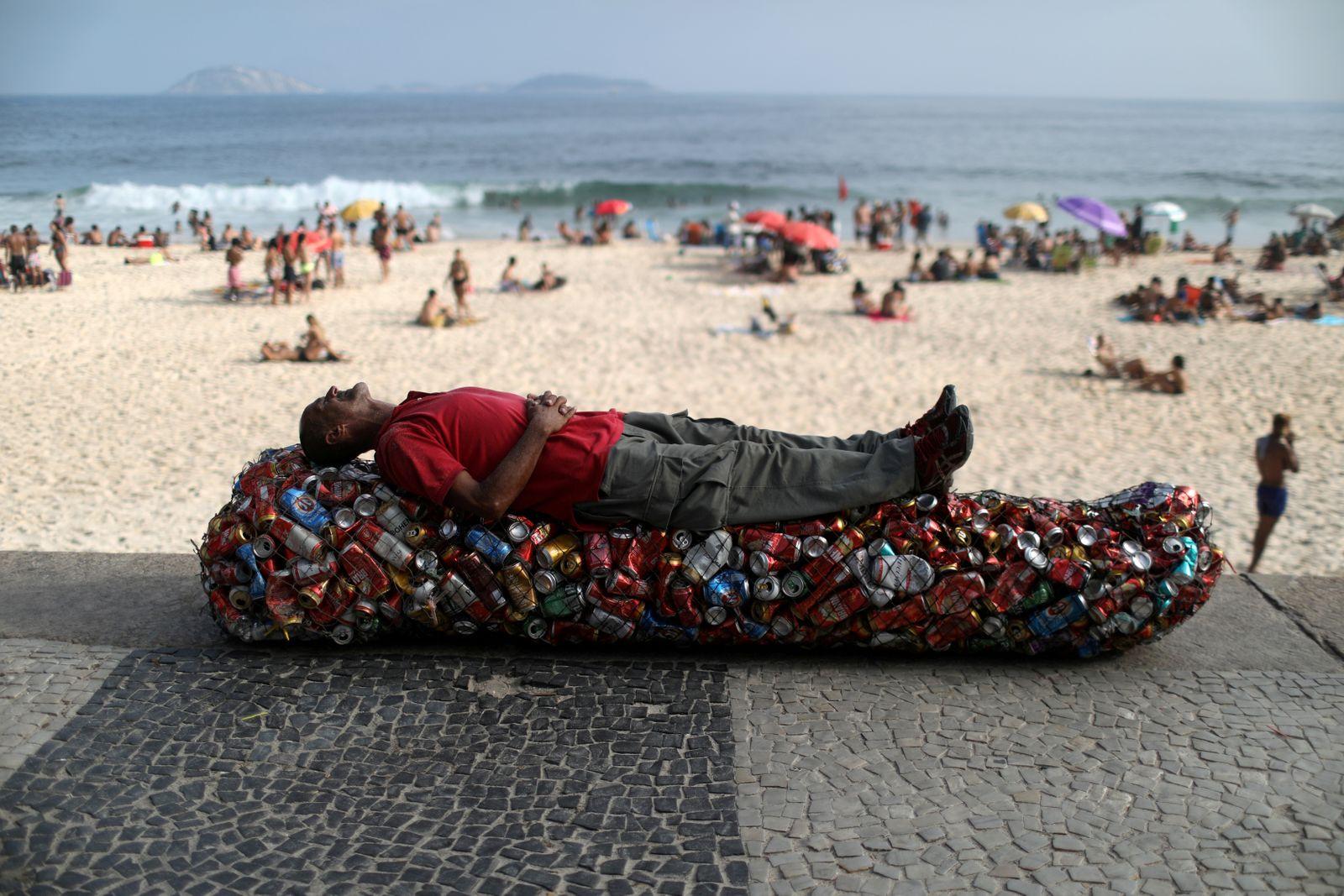 The coronavirus disease (COVID-19) outbreak in Rio de Janeiro