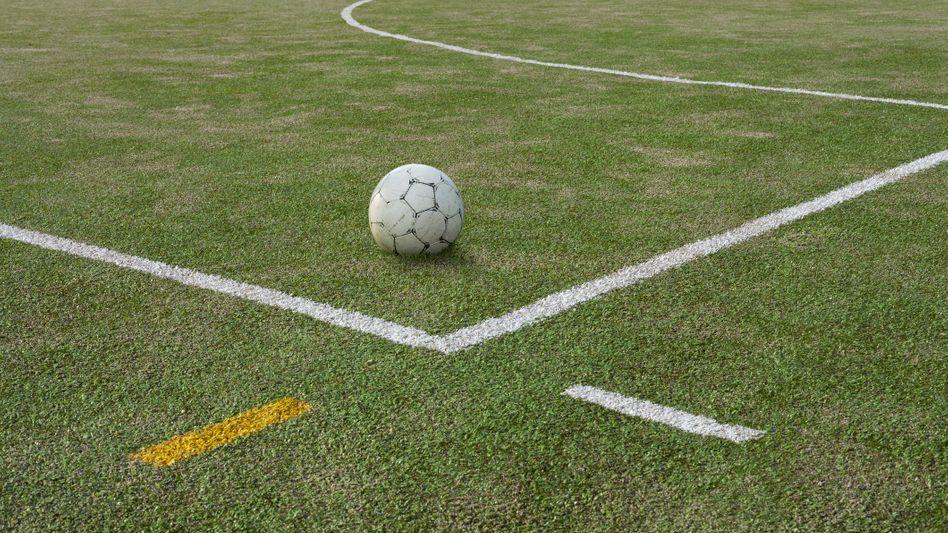 Fußball auf Kunstrasenplatz: »Historischer Moment« im niederländischen Amateurfußball