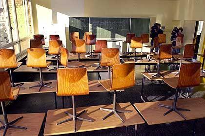 Der Klassenraum an der Frankfurter Karl-Schurz-Schule im Stadtteil Sachsenhausen. Hier wurde Jakob von Metzler in der fünften Klasse unterrichtet.