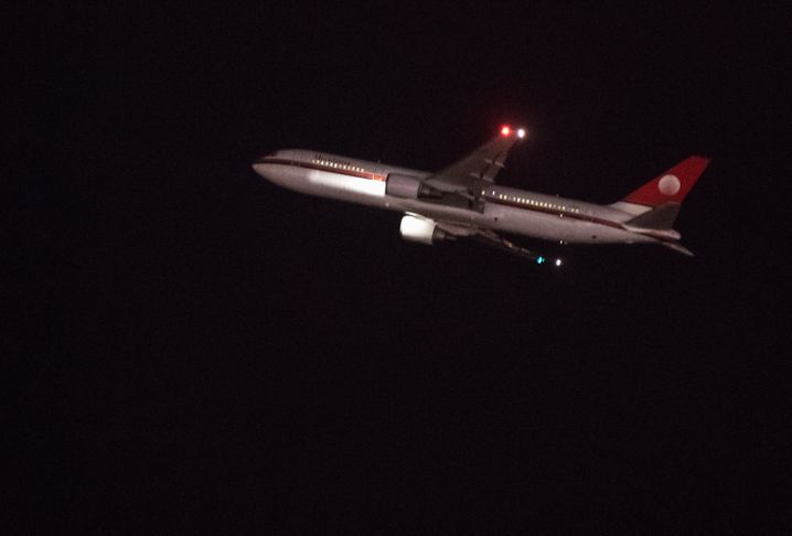 Flugzeug mit abgelehnten Asylbewerbern auf dem Weg nach Kabul
