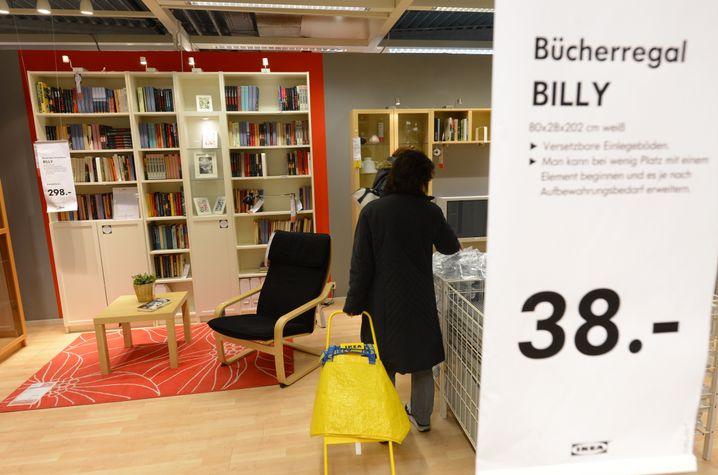 Billy-Regale im Ikea-Ausstellungsbereich in Hofheim-Wallau (Hessen)