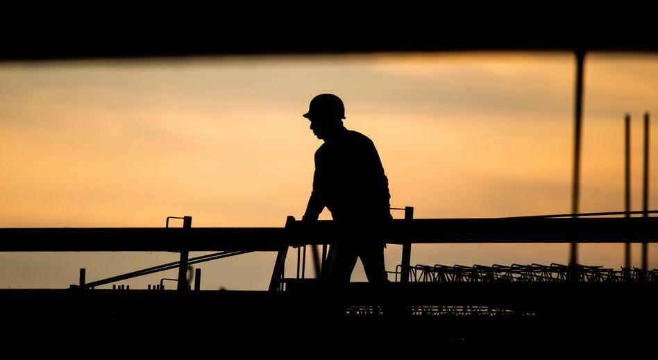 Bauarbeiter in Niedersachsen: Sein Gewerbe hat seit Langem gute Konjunktur