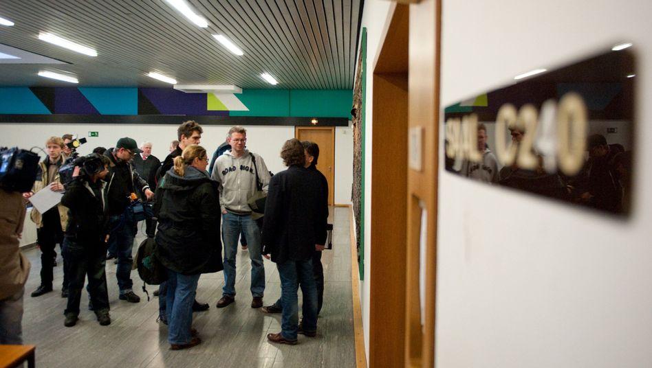 Journalisten vor dem Bochumer Gerichtssaal: Wettpate gibt Einblicke