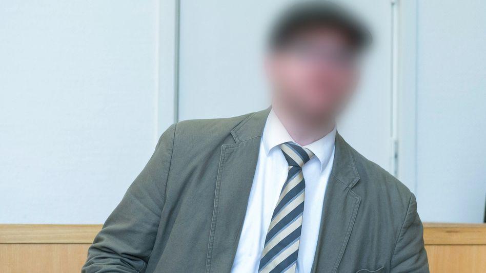 Kim M. zu Prozessbeginn Gericht: Überkorrekter Finanzbeamter