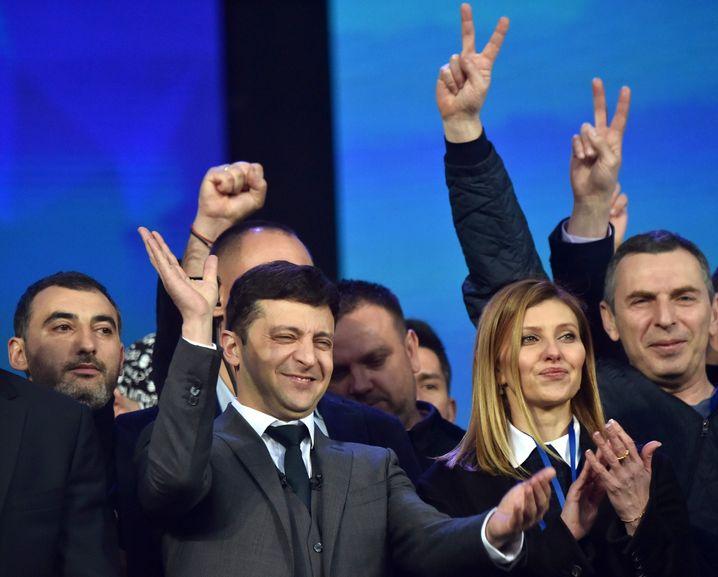 Politneuling Wolodymyr Selensky mit seiner Frau Olena in Kiew im Wahlkampf
