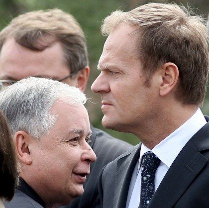 Polish President Lech Kaczynski (l) and Prime Minister Donald Tusk (r) don't exactly see eye to eye.