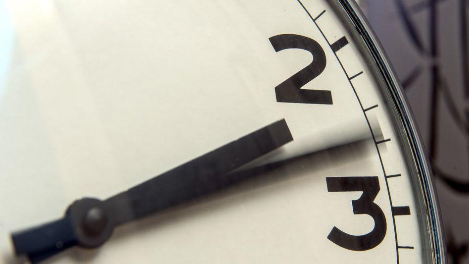 Zeitumstellung: In der Nacht zum Sonntag werden die Uhren von 3 auf 2 Uhr zurückgestellt