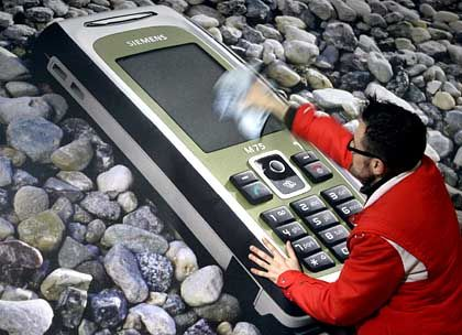 Siemens' cell phone division is in a world of hurt and losing €1 million per day.