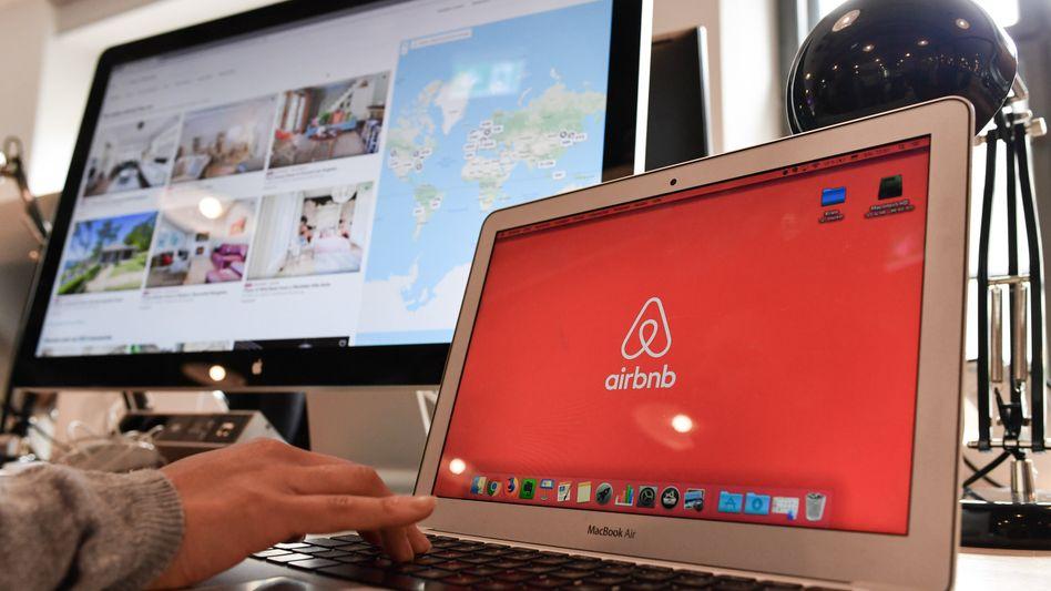 Airbnb-Logo: Wo Wohnraum knapp ist, kann Wohnungsentzug problematisch sein