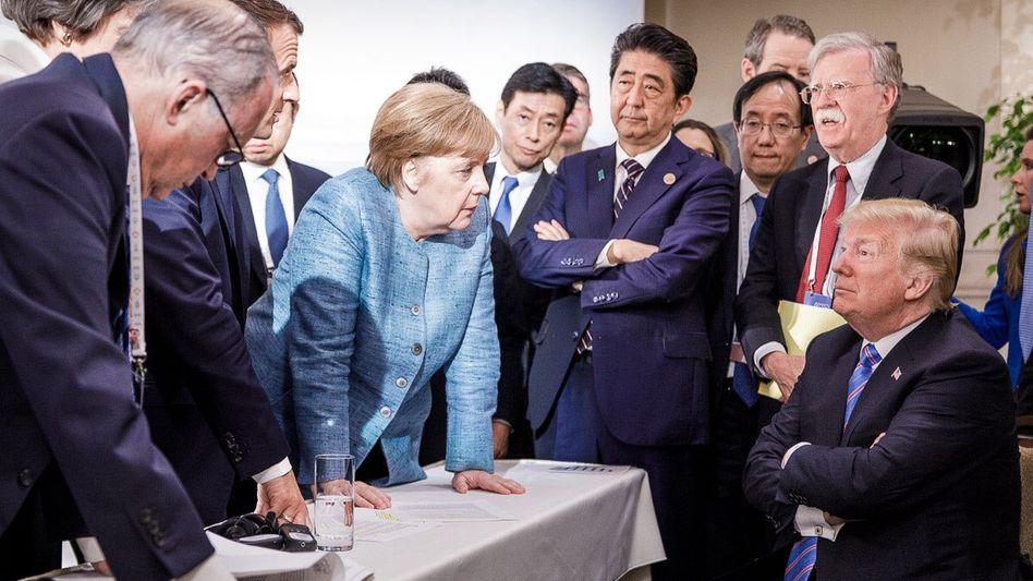 Foto des deutschen Fotografen Jesco Denzel vom G7-Gipfel mit Emmanuel Macron, Angela Merkel, Shinzo Abe, Donald Trump