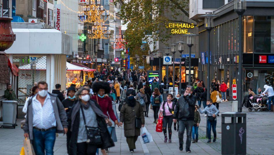 Fußgängerzone in Essen: Regierung appelliert an Verbraucher, zu Hause zu bleiben
