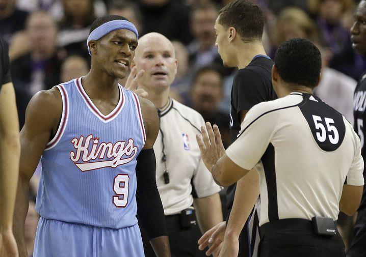 Kings-Guard Rondo (l.), Kennedy (55): Beleidigungen während des Spiels