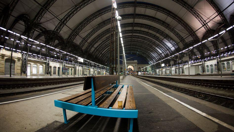 Streik der Bahn führt zu Leere am Dresdner Hauptbahnhof: ICE nur noch nach Prag