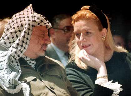 Arafat und seine Frau Suha (Archiv): Der palästinensische Präsident soll ernsthaft erkrankt sein