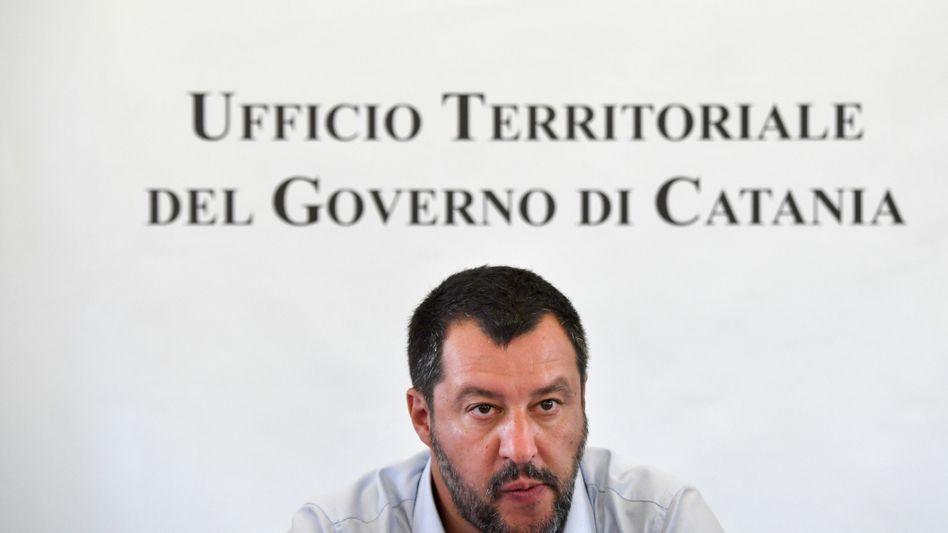"""Italiens Innenminister Salvini: Carola Rackete sei wie """"der Gewalttätigste der Gelbwesten-Bewegung"""""""