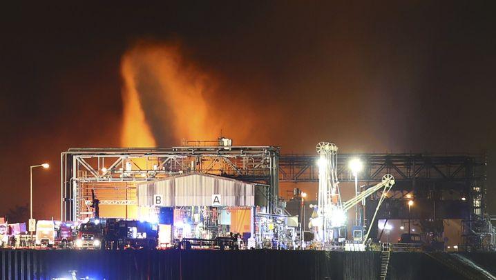 Explosion bei BASF: Einsatz am Landeshafen Nord