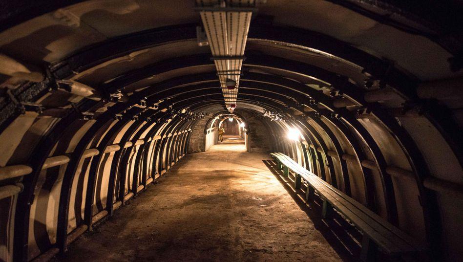 Tunnel in Walbrzych (Archiv): In so einem Stollen soll der Zug liegen