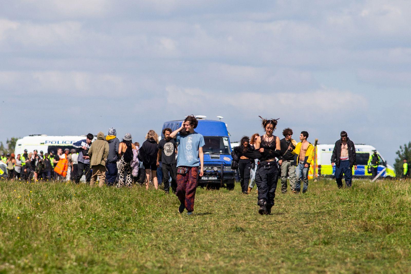 Ausser Rand und Band: Die britische Polizei beendet einen Open Air Rave in der Nâ?°he von Bath