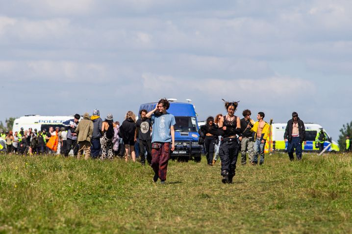 Polizisten schicken Besucher eines illegalen Raves nach Hause