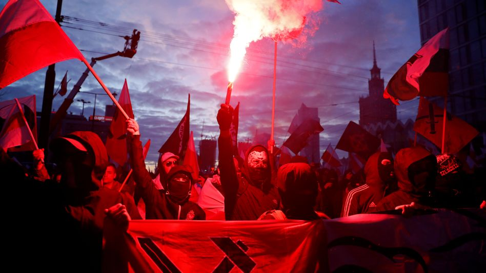 """Polnische Demonstranten auf dem rechtsextremen """"Unabhängigkeitsmarsch"""""""