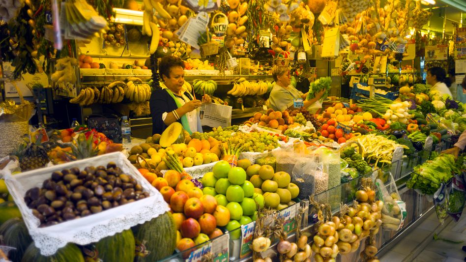 A market in Oviedo, Spain. Is Europe threatened by falling prices?