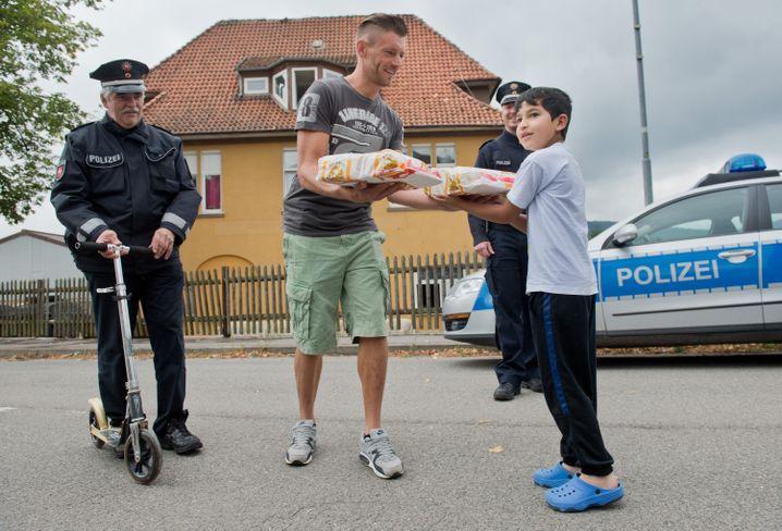 Anwohner Marhenke: Kuchen als Zeichen der Solidarität