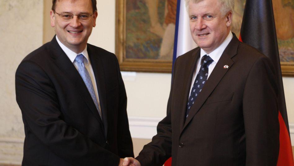 """Seehofer (r.), Tschechiens Regierungschef Necas: """"Zukunftsorientierte Beziehungen"""""""