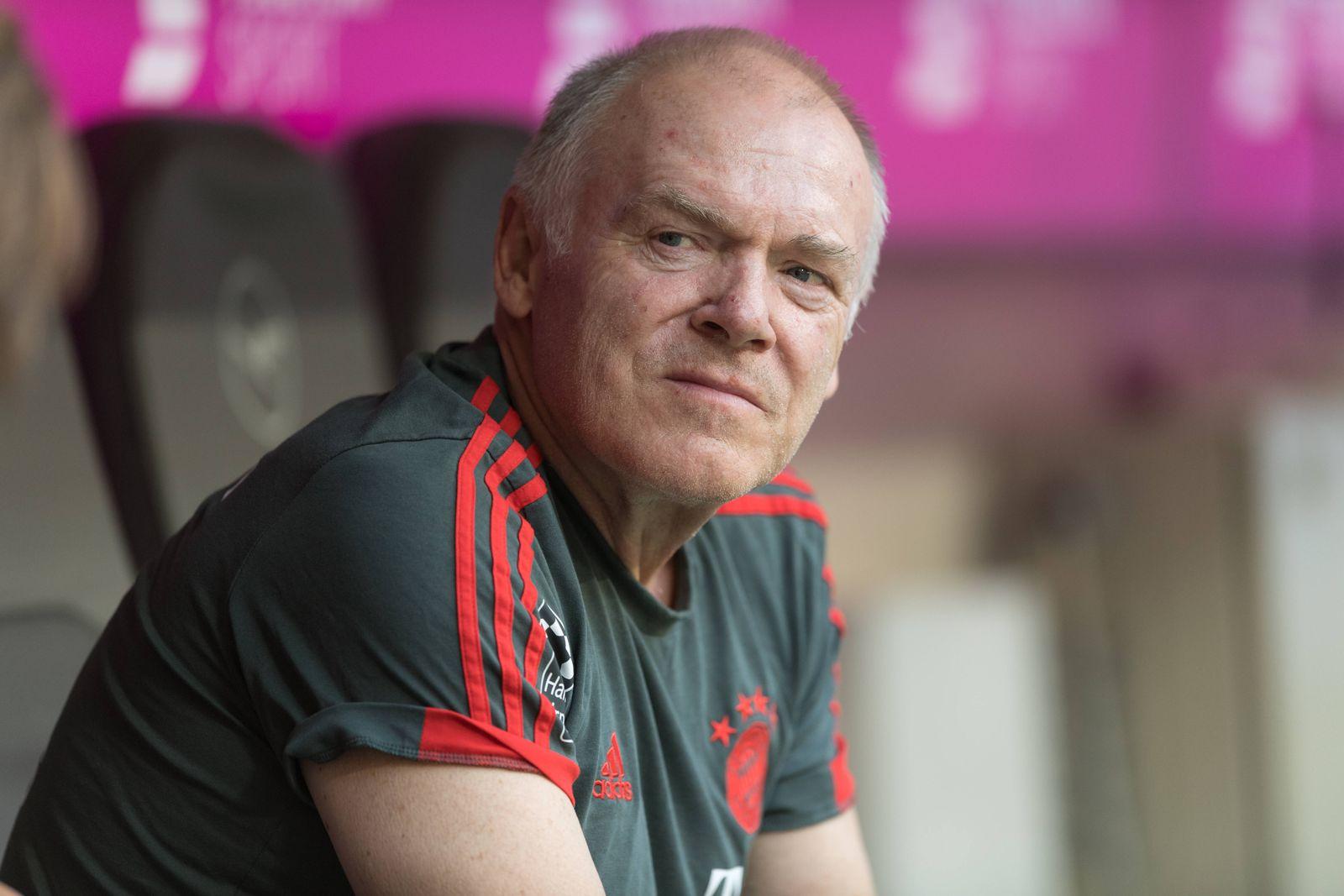 EINMALIGE VERWENDUNG Sport/ Fussball/ Bayern München/ Hermann Gerland
