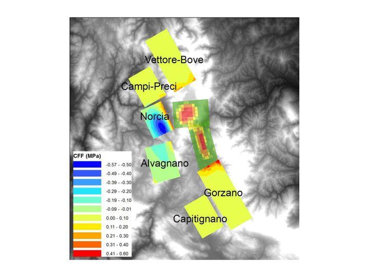 Spannungsänderung nach den Augustbeben: Gelbe und rote Bereiche auf der Landkarte zeigen erhöhte Spannung - Gorzano oder Capitignano könnte es als nächstes treffen, sie liegen zwischen L'Aquila und Amatrice