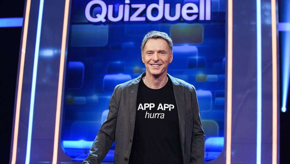 "Quizduellant Jörg Pilawa mit Motivations-Shirt: ""APP APP hurra"""