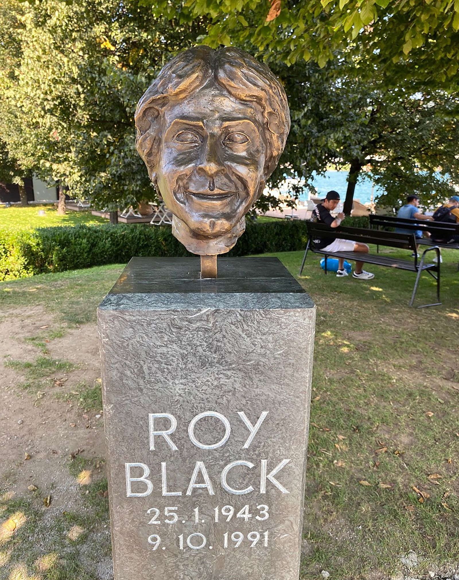 Roy Black Statue