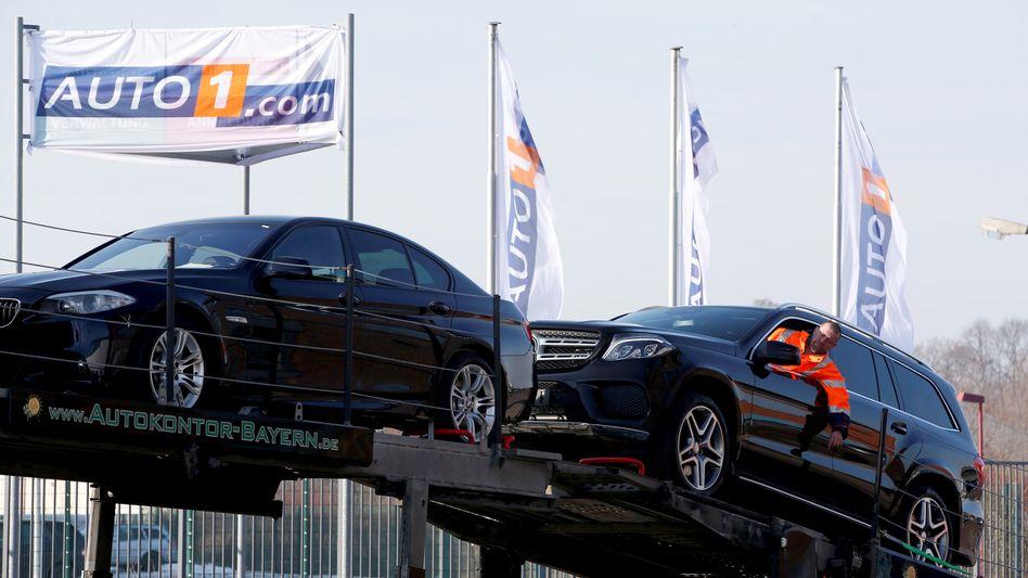 Verladung von Gebrauchtwagen bei Auto1 in Zörbig